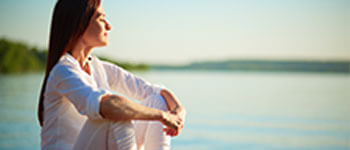 Frau-meditiert